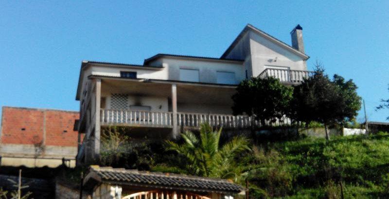 Habitação com 3 pisos Licitação base 52836 euros 1