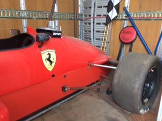 Carro tipo formula 1 sem motor base de Licitação 861 euros 1