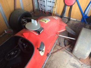 Carro tipo formula 1 sem motor base de Licitação 861 euros 3