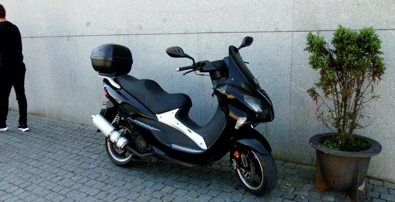 Motorizada 125cc ano 2012 licitação 525 euros (vendida) 50