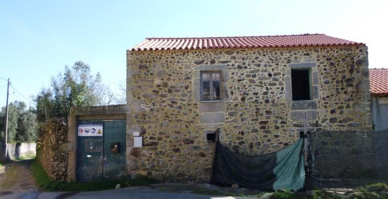 Casa r/chão e 1 andar Licitação 17107 euros 125
