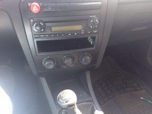 Seat Ibiza Gasóleo 2005 Licitação 1750 euros 16