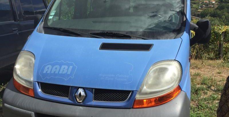 Renault Trafic 9 lugares Licitação 1165 euros 1
