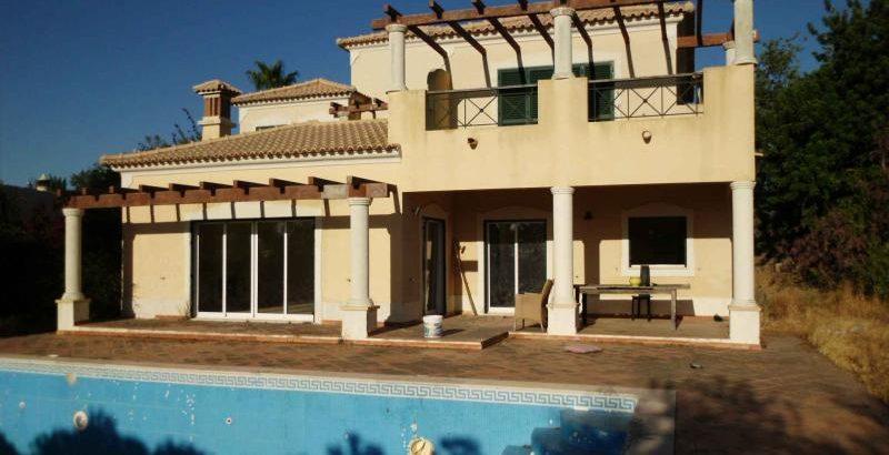 T4 com Piscina no Algarve Penhorado 264 mil euros 1