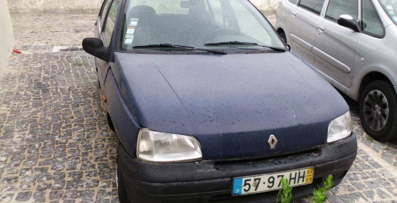 Renault Clio Penhorado Licite por 250 euros 1