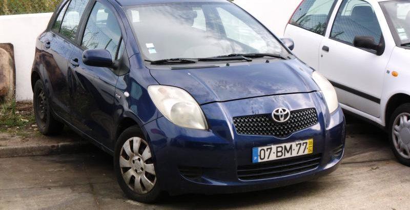Toyota Yaris Penhorado Licite por 800 euros 182