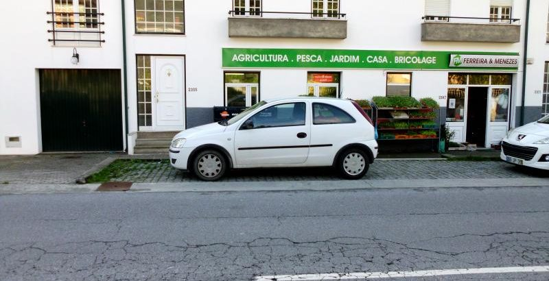 Opel corsa Penhorado Licite por 748 euros 1