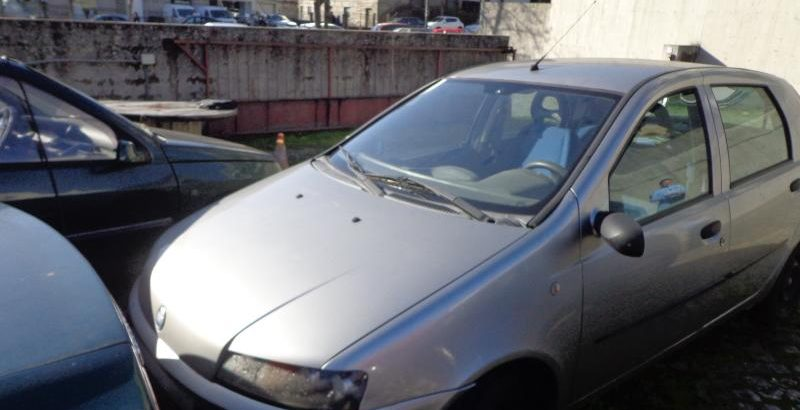 Fiat Punto em Penhorado licite por 1 euro 5