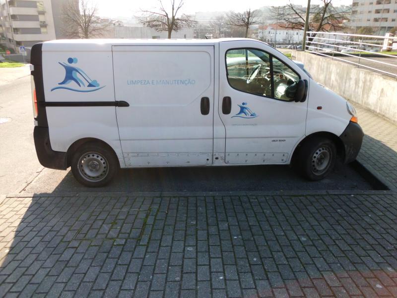 Renault Trafic Penhorada Licite por 700 euros 6