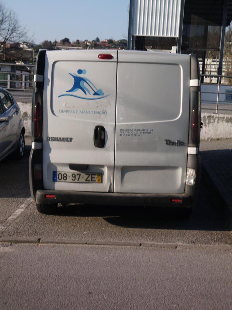Renault Trafic Penhorada Licite por 700 euros 3