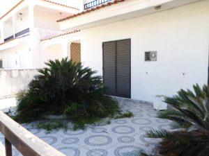Moradia no Algarve com 2 pisos e 5 divisões Licite por 106169 euros 4