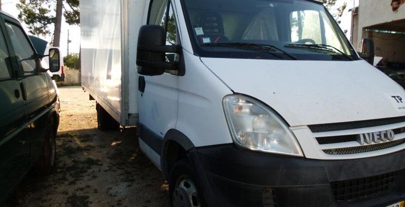Iveco de Mercadorias Penhorada Licite por 4285 euros 175