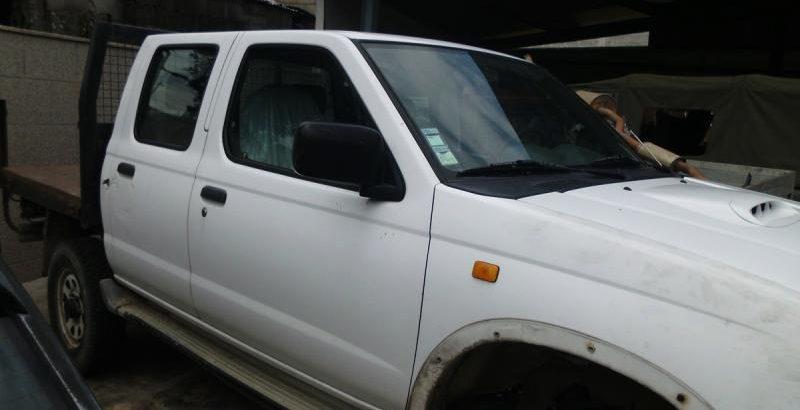 Nissan Cabine Dupla Penhorada Licite por 430 euros 1
