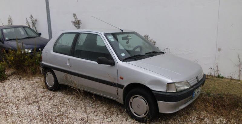 Peugeot 106 Penhorado licite por 350 euros 171