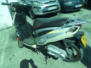 Pennhora Finanças Ciclomotor 50cc Licite por 250 euros 4