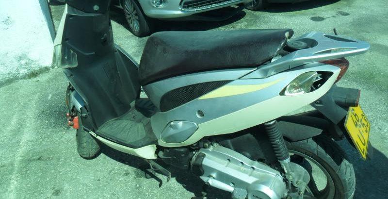 Pennhora Finanças Ciclomotor 50cc Licite por 250 euros 121
