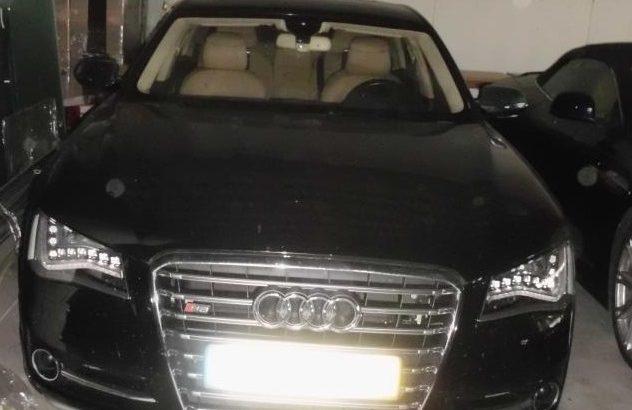 Audi S8 Biturbo em Leilão